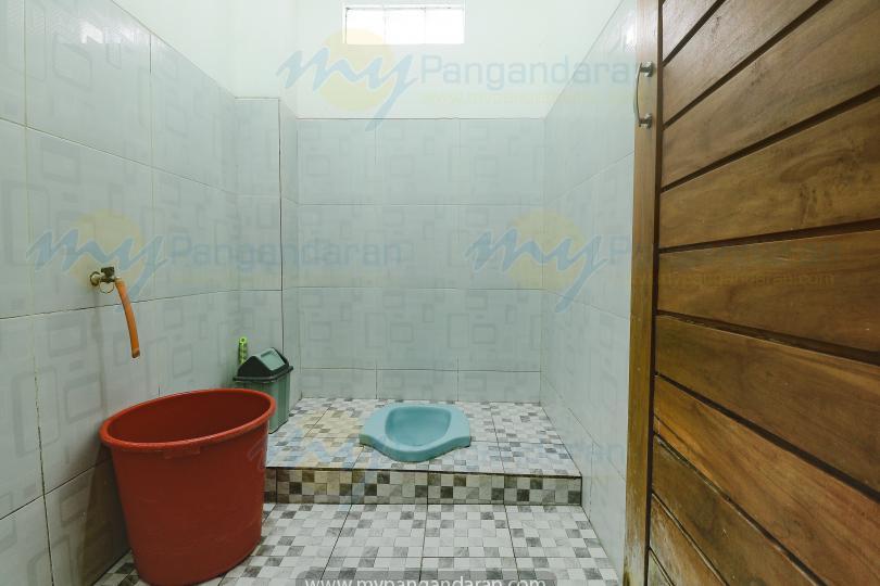 Tampilan kamar losmen kang amir pangandaran<br /> bungalow 2 kamar di lantai 2