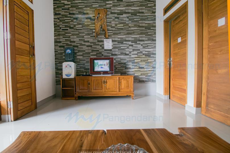 Tampilan ruang keluarga losmen kang amir pangandaran<br /> bungalow 2 kamar di lantai 2